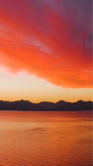 Sunset over the Cuillin Mountains on the Isle of Skye from Kyle of Lochalsh. iPhone 8 wallpaper