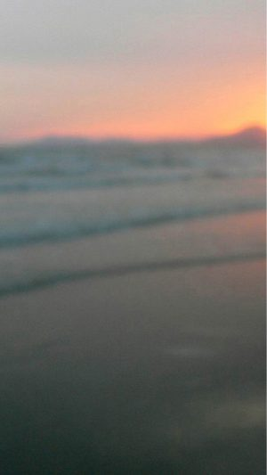 Blurry Beach Sunset iPhone 8 wallpaper