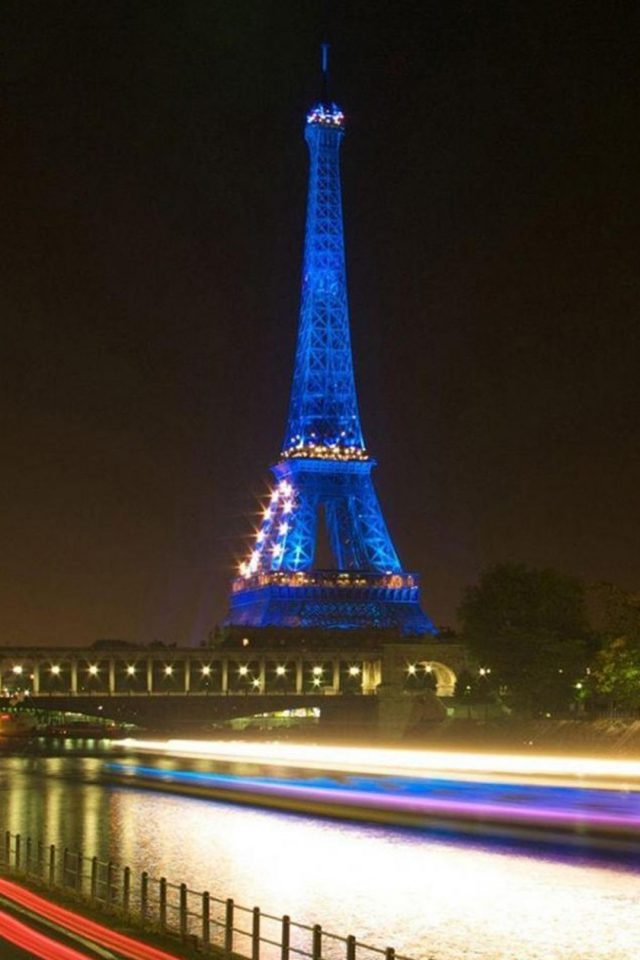Eiffel Tower In Paris Blue Iphone 8 Wallpaper Iphone8wallpapers Com