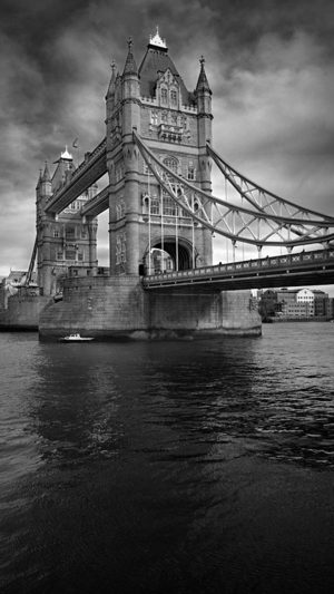 London Bridge iPhone 8 wallpaper