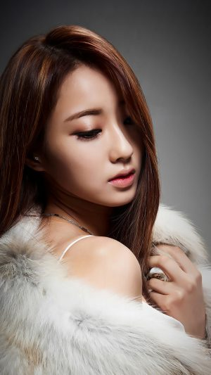 Kyungli Kpop Girl Fur Coat iPhone 8 wallpaper