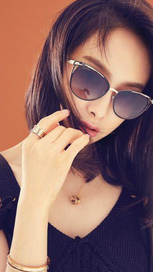 Victoria Kpop Girl Sunglass Beauty iPhone 8 wallpaper