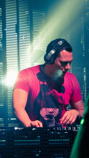 Dutch Dj Record Producer Tiesto Music iPhone 8 wallpaper