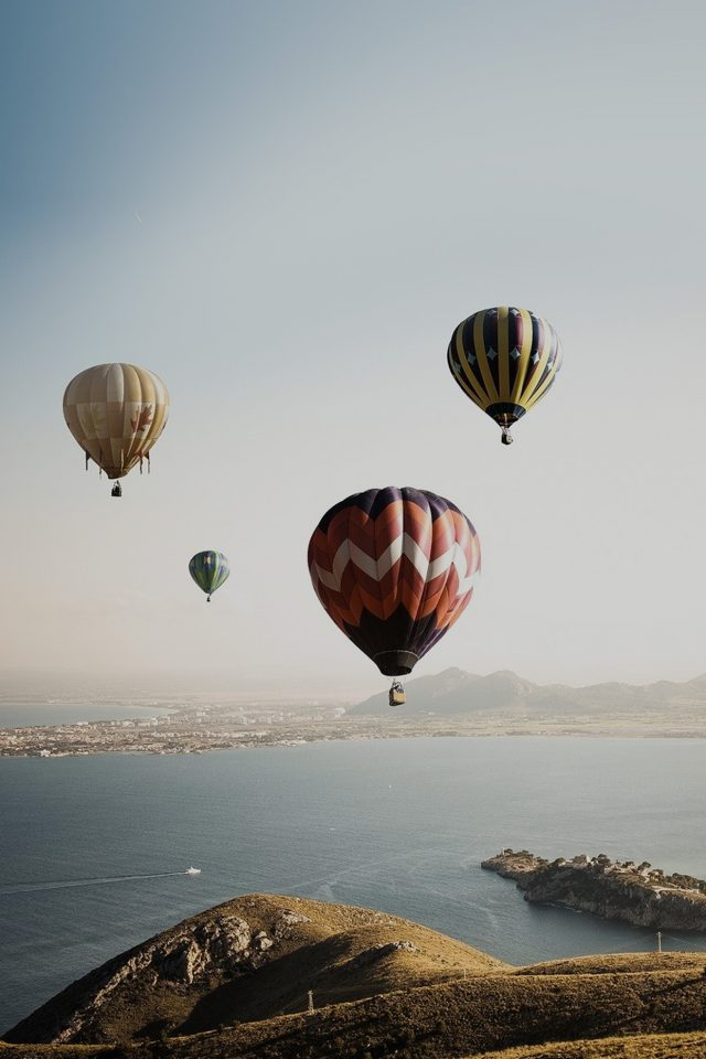 Hot Air Balloon Sky Seaside Nature Iphone 8 Wallpaper