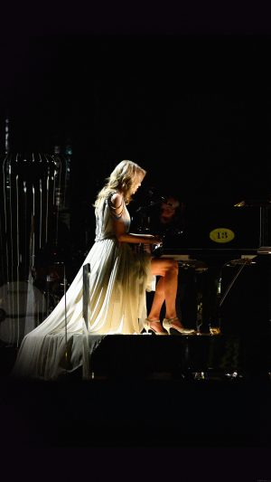 Ylor Swift Piano Concert Woman Music iPhone 8 wallpaper