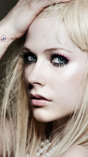 Avril Lavigne Singer Songwriter iPhone 8 wallpaper