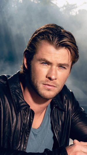 Chris Hemsworth Handsome Boy Actor iPhone 8 wallpaper