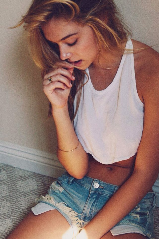 Girl Alexis Ren Beautiful Model Home iPhone wallpaper