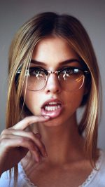 Girl Glasses Lips Beauty Face iPhone 8 wallpaper