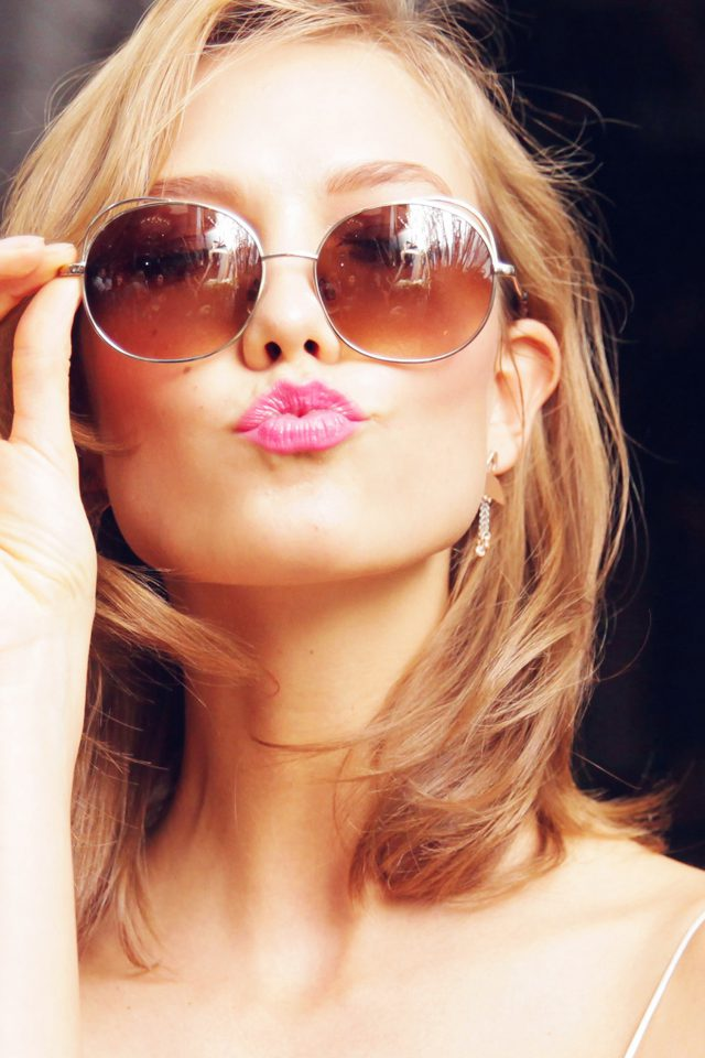 Sunglass Model Karlie Kloss Cute Beauty iPhone wallpaper
